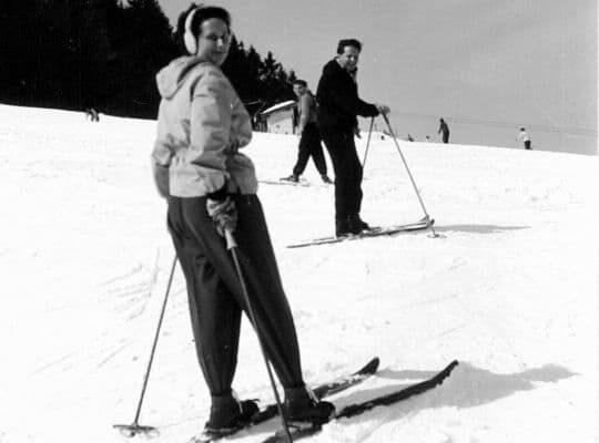 Elisabeth und Fritz Haaf auf Skiern